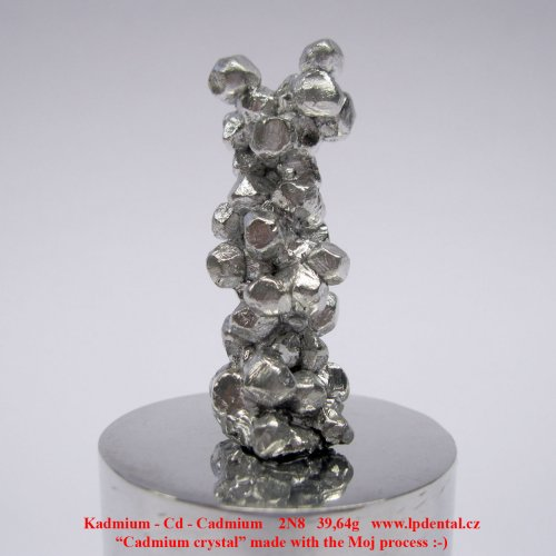Kadmium-Cd-Cadmium crystal made with the Moj process. Metal Cylinder Rod